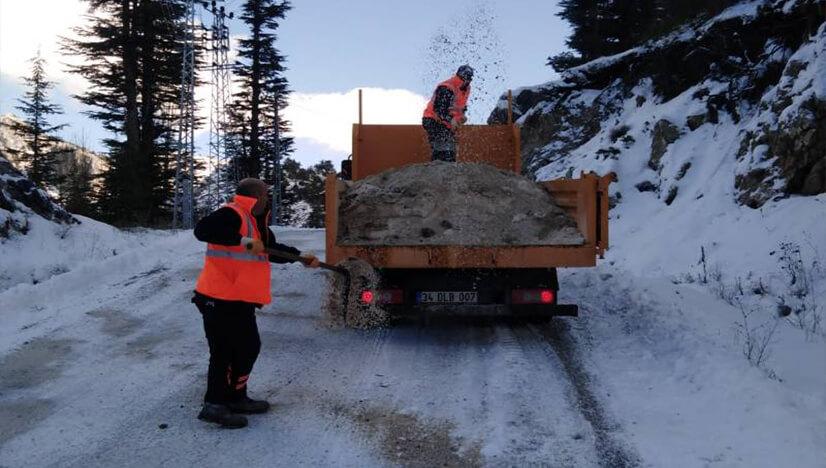 Mersin Büyükşehir Belediyesi'nin Karla Mücadele Çalışmaları Devam Ediyor