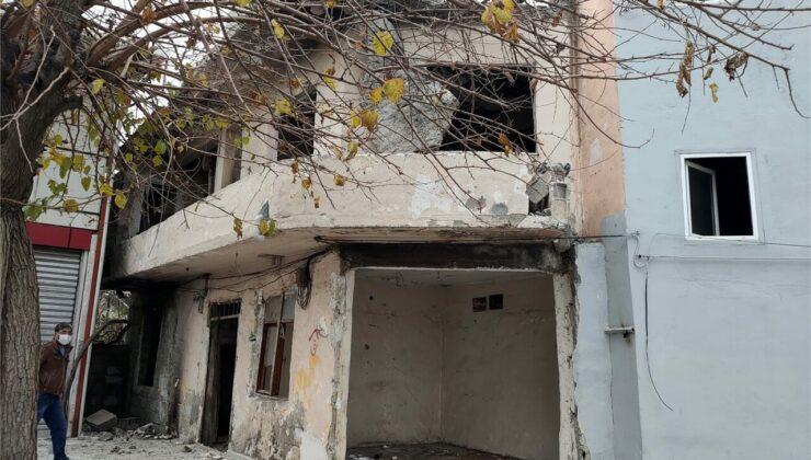 Akdeniz Belediyesi Metruk Evleri Yıkıyor