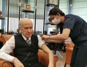 Devlet Bahçeli Koronavirüs Aşısının İkinci Dozunuda Yaptırdı