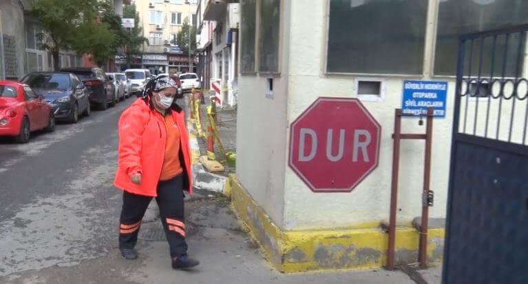 Mersin'de Belediye Temizlik İşçisinden Örnek Davranış
