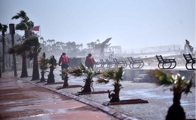 Mersin'de Fırtına Yaşamı Olumsuz Etkiliyor