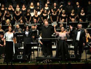 Akdeniz Belediyesi'nin Katkılarıyla Neşet Ertaş Unutulmaz Türküleriyle Anıldı