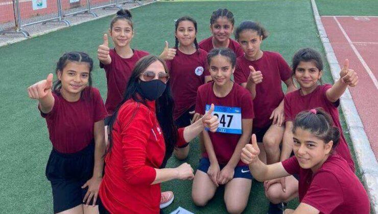 'Kır Çiçekleri', Turkcell Küçükler Atletizm Festivali'nde İlk Üçe Girdi