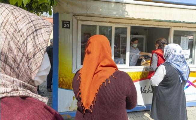 Mersin Büyükşehir, 400 Gram Ramazan Pidesini 1,5 TL'den Sunuyor