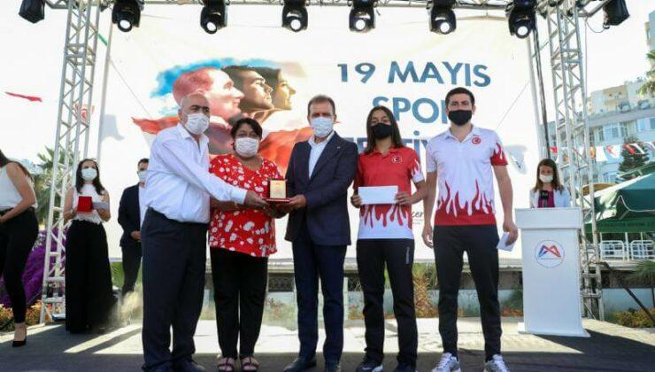 Mersin Büyükşehir, 49 Sporcu ve 35 Antrenöre 419 Bin Lira Ödül Verdi