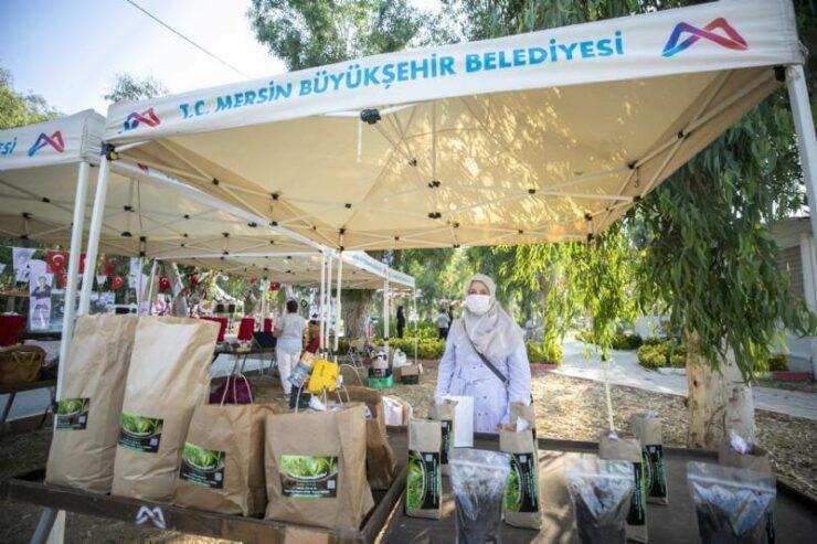 Başkan Vahap Seçer, Tarsus'da Geri Dönüşüm Ürünlerinin Sergisine Katıldı 5 - baskan vahap secer tarsusda geri donusum urunlerinin sergisine katildi 3