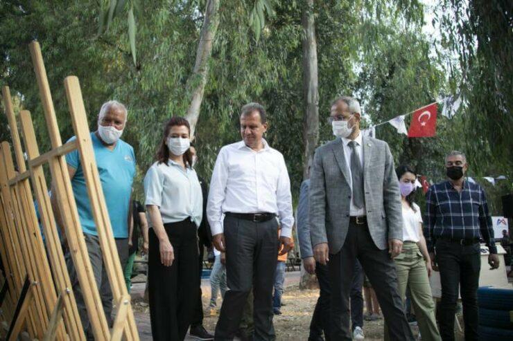 Başkan Vahap Seçer, Tarsus'da Geri Dönüşüm Ürünlerinin Sergisine Katıldı 4 - baskan vahap secer tarsusda geri donusum urunlerinin sergisine katildi 4