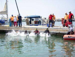 Mersin Büyükşehir'den Marina'da Deniz Temizliği