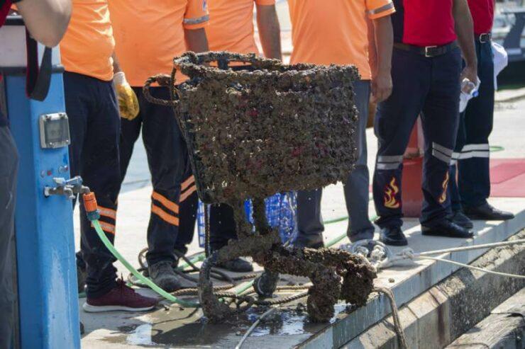 Mersin Büyükşehir'den Marina'da Deniz Temizliği 5 - mersin buyuksehirden marinada deniz temizligi 4