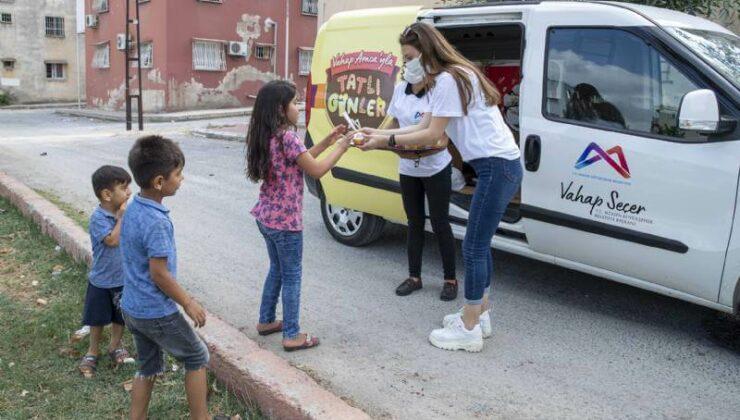 Mersin Büyükşehir'den Çocuklara Dondurma