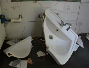 Mersin'de Büyükşehir'in Tuvaletlerine Saldırılar Sürüyor!